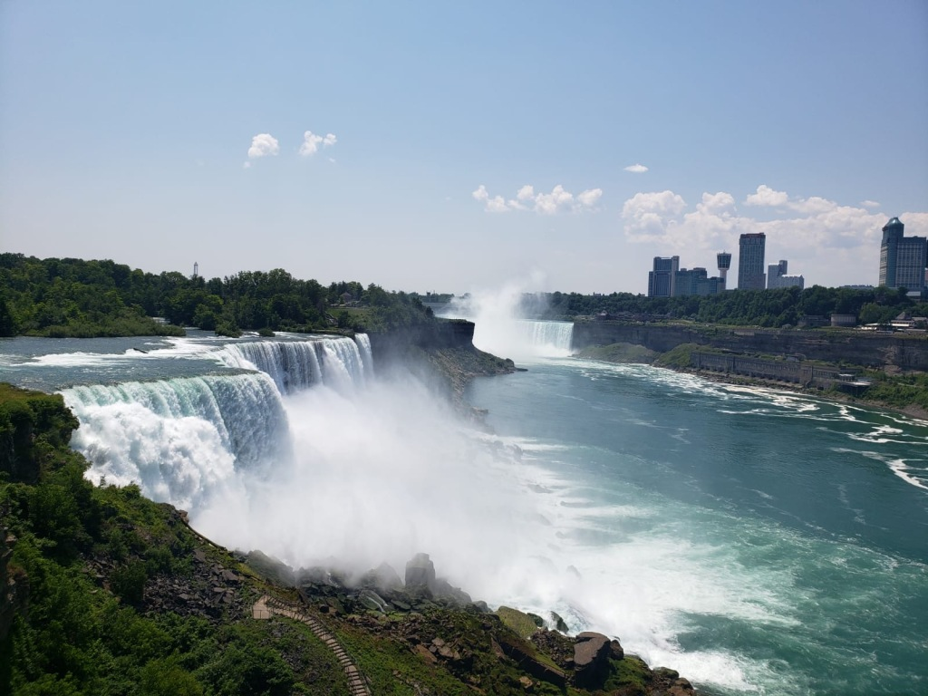 Overlook with Horseshoe Falls in the back during the day